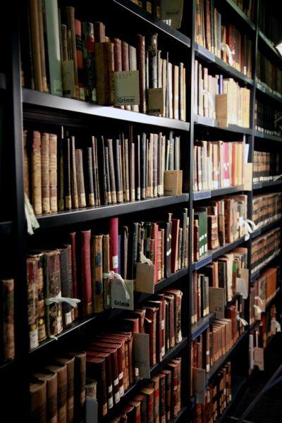 Blick in das Magazin mit Altbeständen der Universitätsbibliothek.