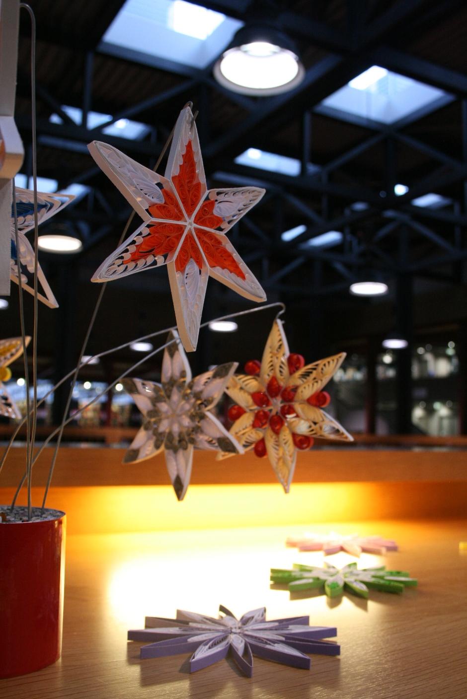 """Quilling-Sterne in der Ausstellung """"Sternstunden"""""""